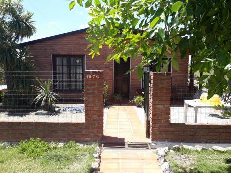 Venta De Hermosa Casa Con Departamento En Fondo