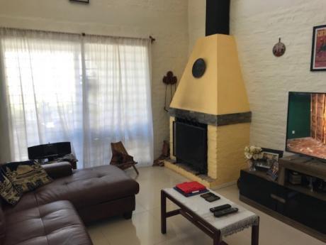 Casa De Dos Plantas, 3 Dormitorios + Escritorio, Fondo