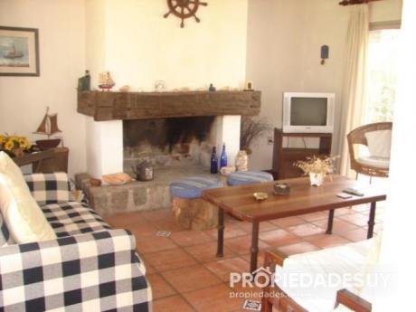 Casa En Alquiler Y Venta De 3 Dormitorios - 3 Baños En La Barra