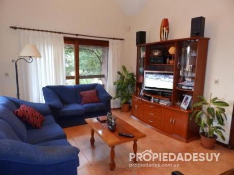 Casa En Venta De 3 Dormitorios Y Dep. Servicio - 3 Baños En Punta Del Este