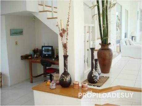 Casa En Venta De 10 Dormitorios - 8 Baños En Balneario Buenos Aires
