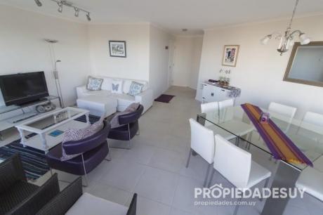 Departamento En Alquiler De 3 Dormitorios - 3 Baños En Punta Del Este