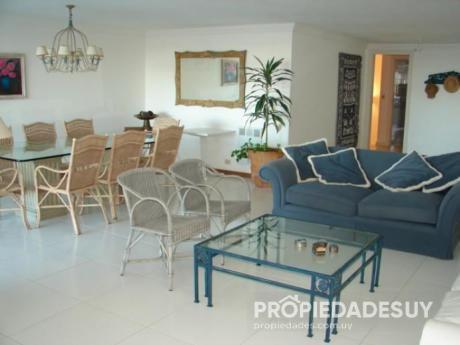 Departamento En Alquiler De 4 Dormitorios Y Dep. Servicio - 6 Baños En Punta Del Este