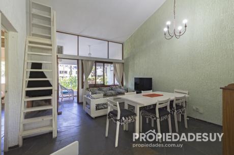 Departamento En Venta De 2 Dormitorios - 1 Baños En Punta Del Este