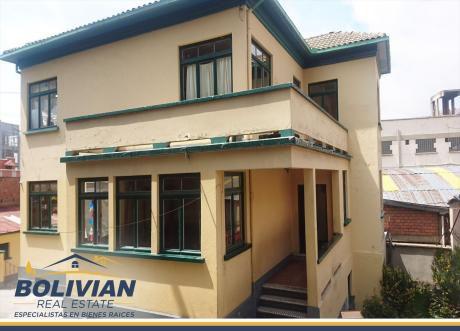 Casa En Venta En La Av. Chacaltaya, Excelente Ubicación