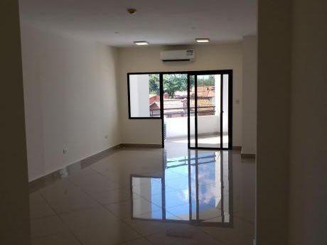 Departamento De Tres Dormitorios En Villa Morra
