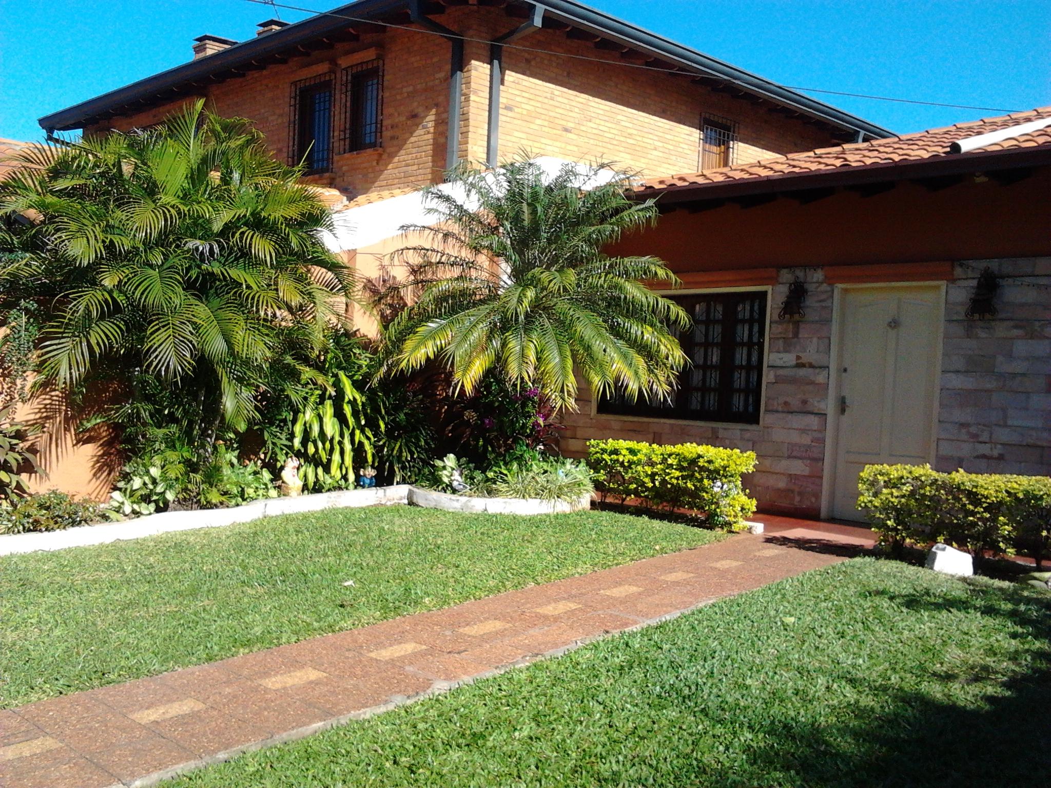 Residencia En Barrio Herrera- Asuncion (cod.15)