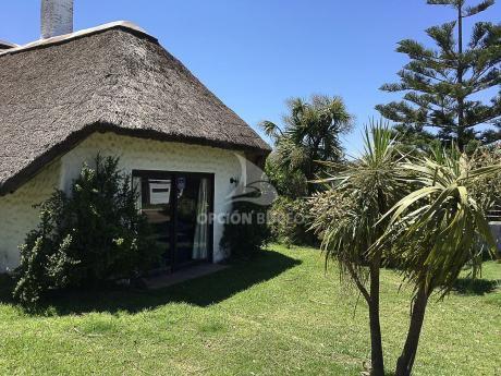 Casa En Venta En Playa Grande, Piriápolis 6 Dormitorios