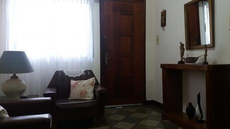 Casa Independiente Al Frente Con Fondo