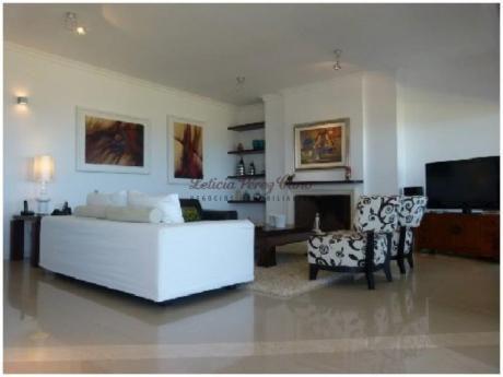 Apartamentos En Playa Mansa: Lpc13312a