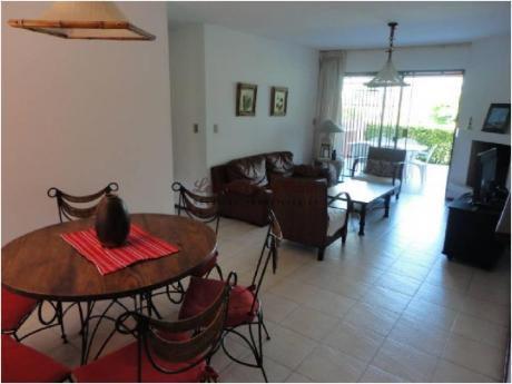 Apartamentos En Playa Mansa: Lpc14129a