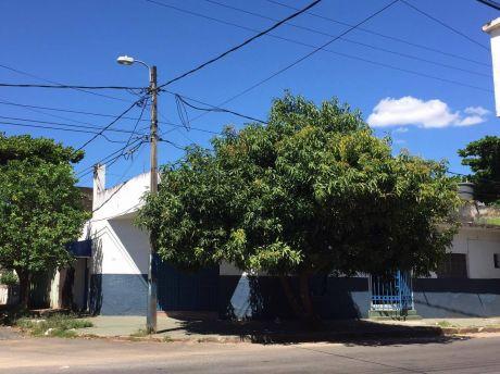 Vendo Casa En Esquina Enbarrio Obrero