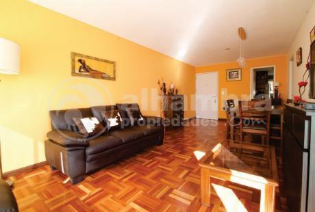 Impecable Apartamento Al Frente, Piso Alto, Gge X 2