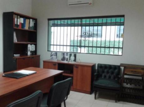 Alquilo Oficinas En Complejo Sobre Gral. Santos