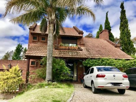 Linda Casa En Lomas De La Tahona