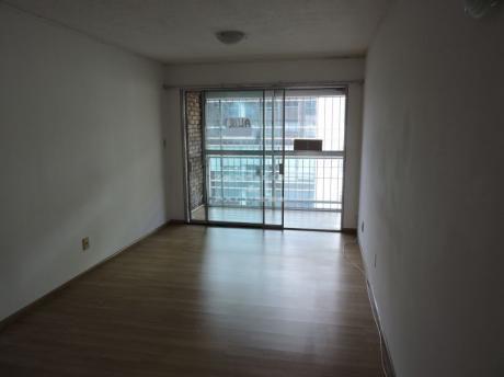 Apartamento 2 Dormitorios Y 2 Baños - Río Branco Y Colonia