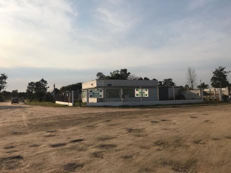Excelente Local Comercial En Parque Del Plata Norte Sobre Ruta Interbalnearia