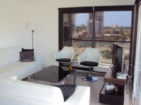 Apartamentos En Playa Mansa: Alf16a