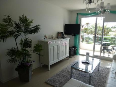 Apartamentos En Playa Mansa: Alf204a
