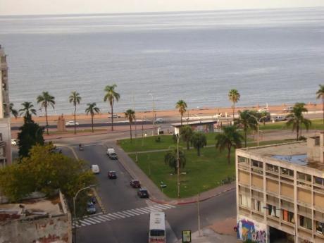 Soriano Y Ciudadela, Piso Alto, Vista Al Mar, 1 Dorm, Tza Lav, Serv Porteria.