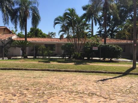 Residencia En Venta Barrio Mburucuya