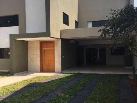 Alquilo Moderna Residencia Estilo Minimalista.