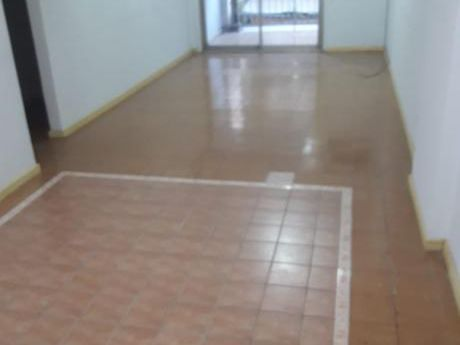 Tierra Inmobiliaria Alquila - Departamento De 2 Dormitorios En El Centro!