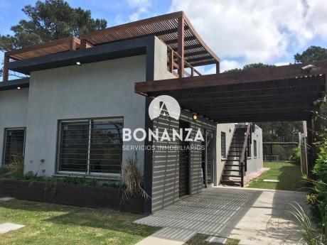 Casa En Venta, , Piriápolis, Punta Colorada, A 200 Metros De La Playa