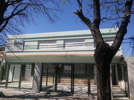 Villa Española A Pasos De Antel Arena, Muy Luminoso Pta. Baja