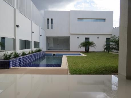 Vendo Hermosa Casa A Estrenar, Mcal Estigarribia