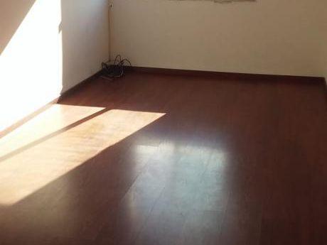 Baja! Fte Mdeo Shopping. 1 Dorm Baño En Suite. Cochera. $16500. Gc Bajos