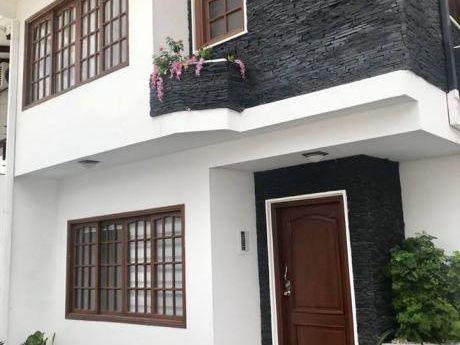 Casa De Dos Planta En Alquiler Para Oficina/vivienda $us. 1.200
