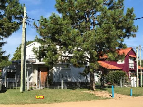 Con Renta - Casa 3 Dormitorios - Inmobiliaria Calipso