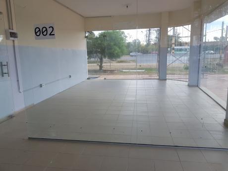 Locales  En Centro Comercial De Ciudad De La Costa En Alquiler