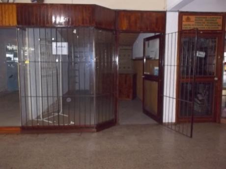Igua E H. Irigoyen Local En Galeria.
