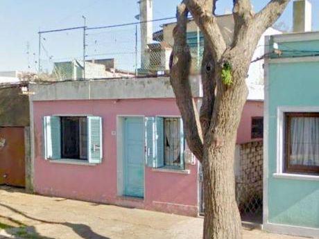 Casa Y Apartamento. Sanchez Fontans