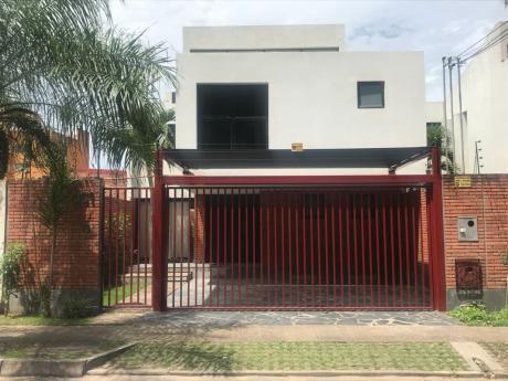 Amplia Casa En Venta, Calle Cañada Strongest