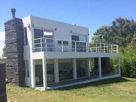 Oportunidad De Inversion, Casa Nueva Con Vista Al Mar
