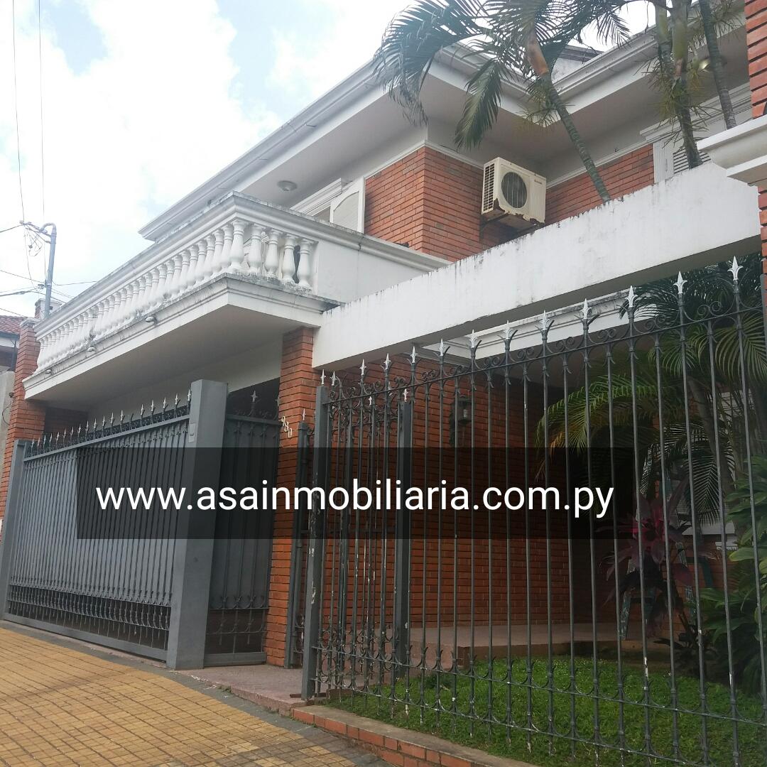 Amplia Casa En Barrio Seminario
