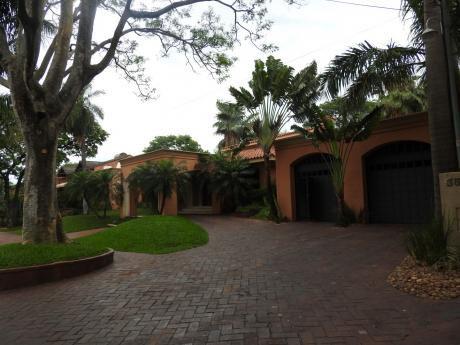 Vendo Lujosa Residencia, Bo. Bernardino Caballero