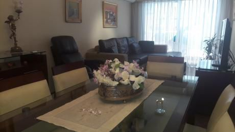 Pocitos, Amplio Apartamento De 2 Dormitorios, Garage, Terraza, Precioso!