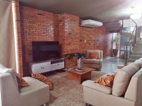 Alquilo Casa  Amoblada Con Piscina En Condominio.