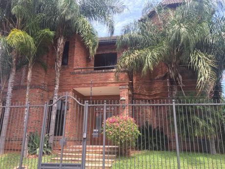 Alquilo Casa De 4 Habitaciones En Suite Barrio Herrera