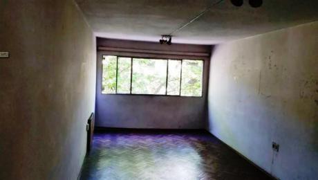 Alquiler De Apartamento 2 Dormitorios, 2 BaÑos En Centro, Montevideo