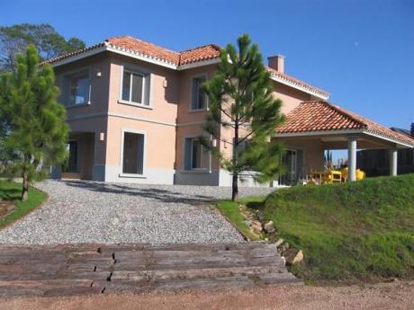 Altos De La Tahona. Amplia Residencia Para Venta ó Alquiler.