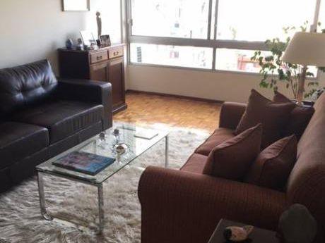 Apartamento Impecable 2 Dorm Y Servicio En Pocitos Sobre Av. Brasil