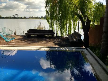 Casa De 4 Dormitorios + Servicio, Con Fondo Al Lago