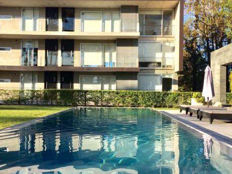 Venta Apartamento 1 Dormitorio, Equipado Y Con Garaje En Punta Del Este
