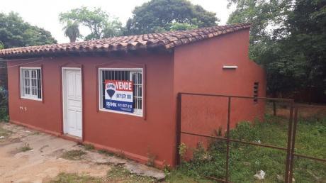 Casa Con Terreno De 505 M2, Barrio Primavera, Luque