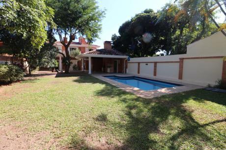 Alquilo Amplia Casa 4 Dormitorios . Barrio Las Lomas. Zona Shop. Del Sol